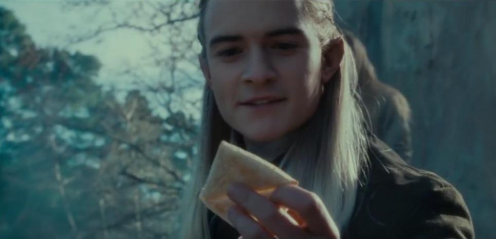 """Non ceci n'est pas un samoussa, mais du Lembas, le pain elfique très nutritionnel utilisé par les héros de l'histoire du """"Seigneur des anneaux"""" (J. R.R. Tolkien) lors de leur périple."""
